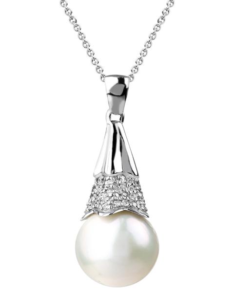 photo of white pearl pendant